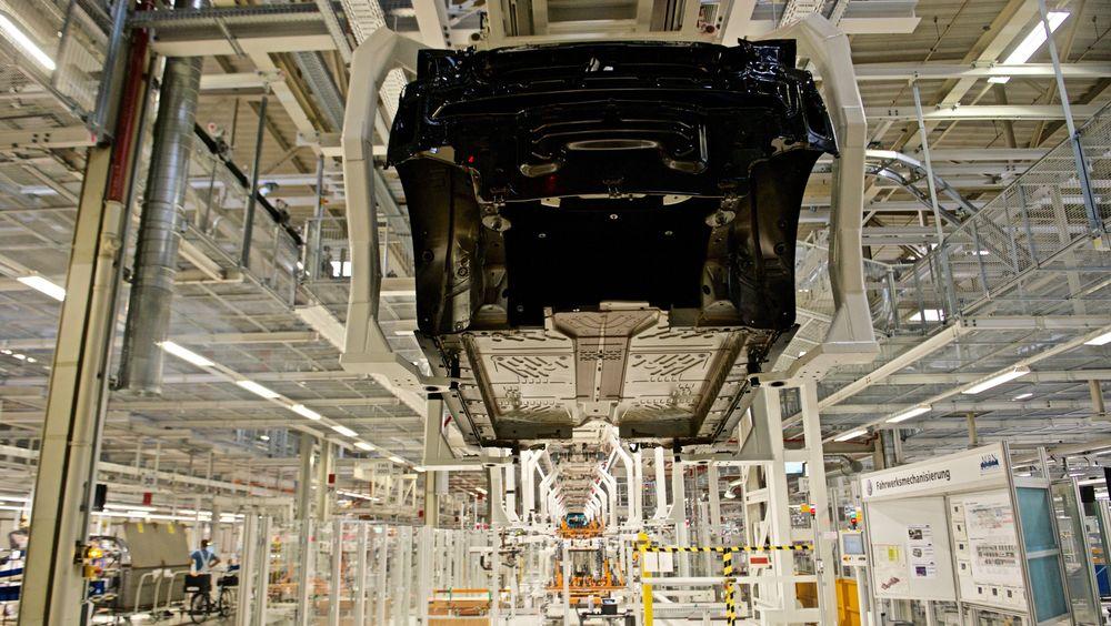 Fra produksjonen av VW ID.3 i Zwickau. Elbilsalget i 2020 er nok det mange produsenter håper endelig skal få ned utslippstallene fra nye biler.