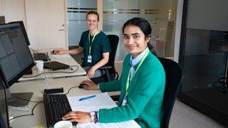 Sivilingeniørstudentene Ina Charlotte Berntsen og Jenusiyia Srisgantharajah som har sommerjobb i Fortum Oslo Varme.