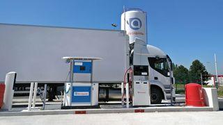Air Liquide skal etablere fyllestasjoner for hydrogenlastebiler langs korridoren som begynner i Rotterdam.