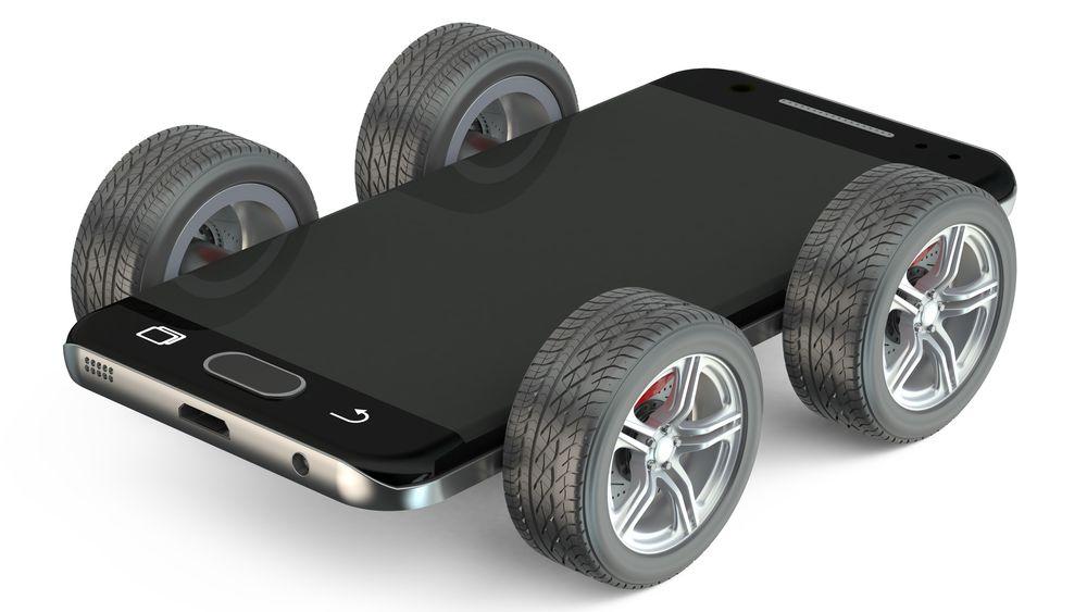 Bilindustrien endres fra å bygge biler til å bygge smarttelefoner på hjul. Det krever programmerings- og datakompetanse industrien i dag mangler.