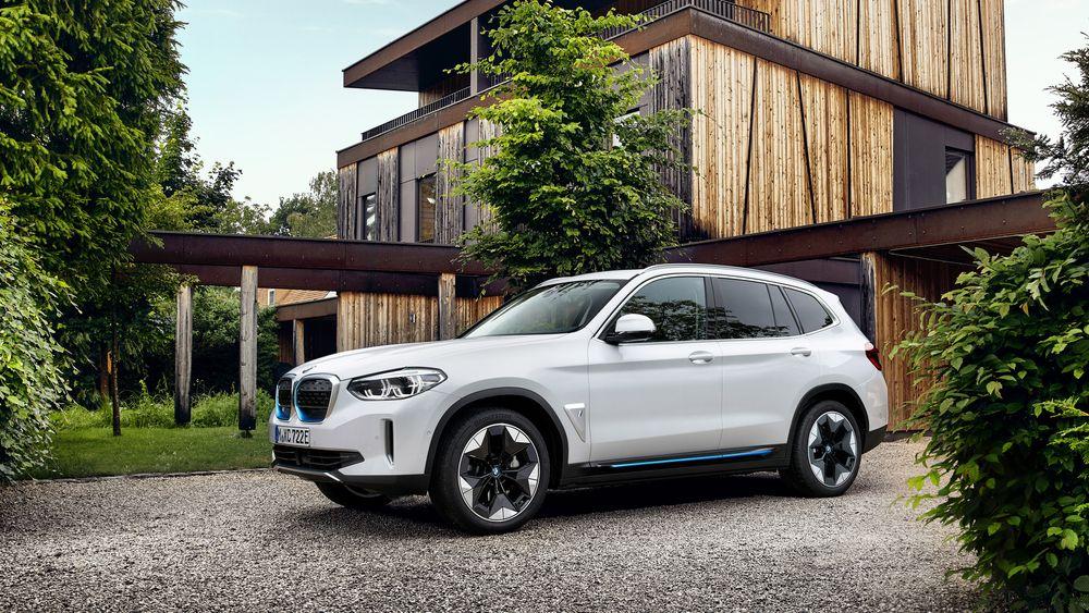BMW iX3 får bakhjulstrekk og rekkevidde på 460 kilometer.
