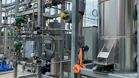 Nå strømmer den første e-metanolen fra et pilotanlegg på Nordjylland