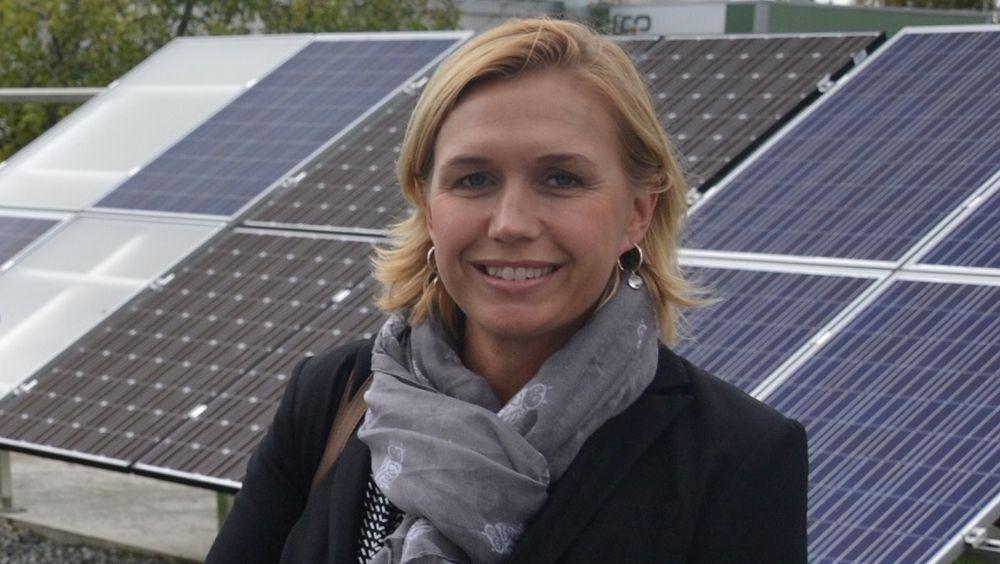 Trine Kopstad Berentsen, daglig leder i Solenergiklyngen, tror at flytende sol kan bli Norges kommende, grønne vekstnæring.