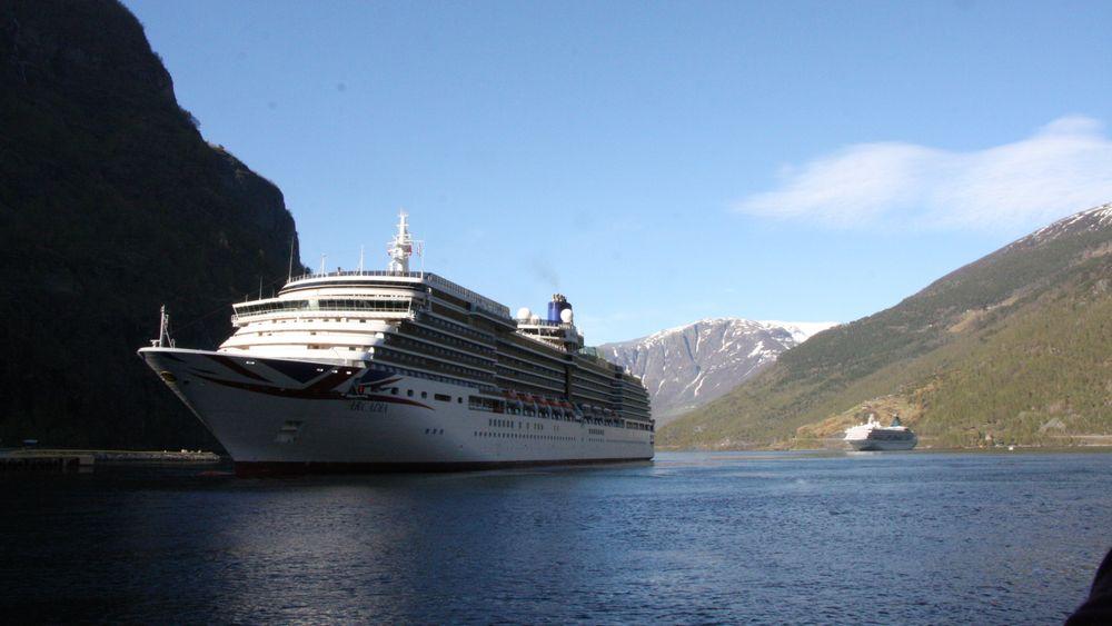 MV Arcadia fra 2004 tilhører Carnivals rederi P&O. Konsernet selger fire mindre skip.