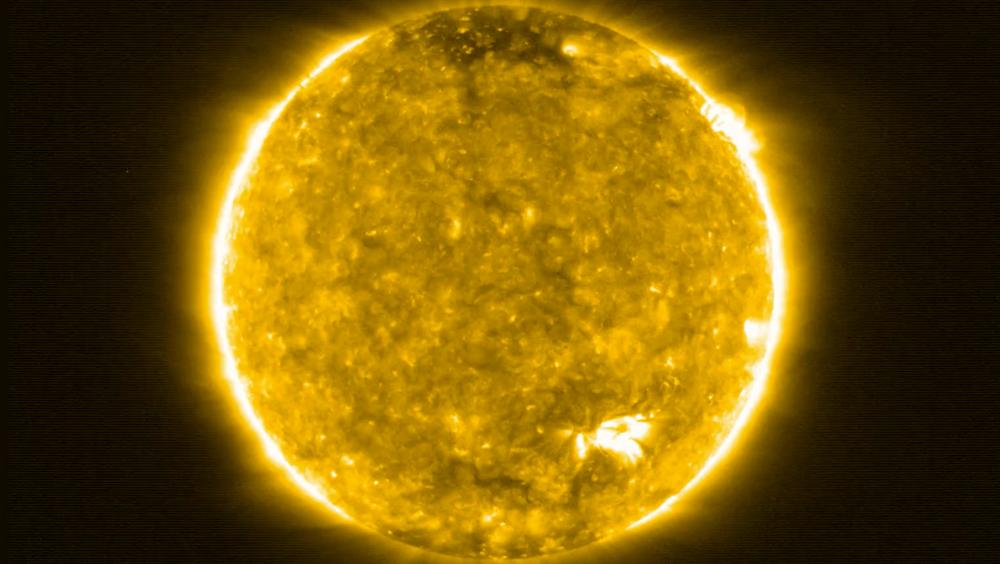 Da de første bildene kom tilbake til ESA, ble flere forskjellige fenomener observert som aldri har blitt observert før, forteller Daniel Müller. Forskerne bak begynte å bruke et helt nytt ordforråd for å beskrive dem.