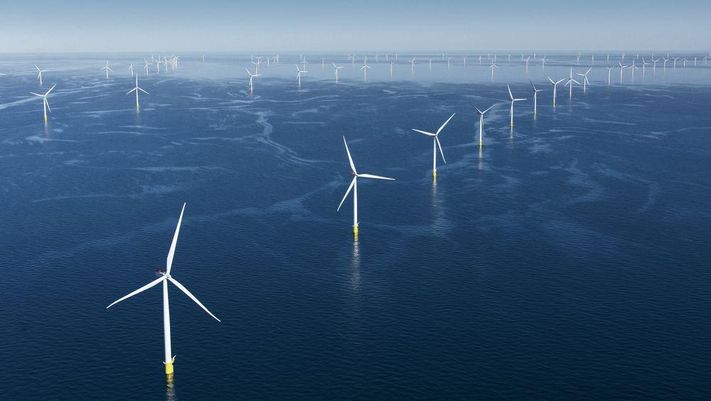 Ilandføringsanleggene fra de to havvindparkene er etablert, men nå har Energinet bygget en forbindelse mellom Kriegers Flak og Baltic 2 (den gule stiplede linjen), noe som gjør interconnectoren mulig.