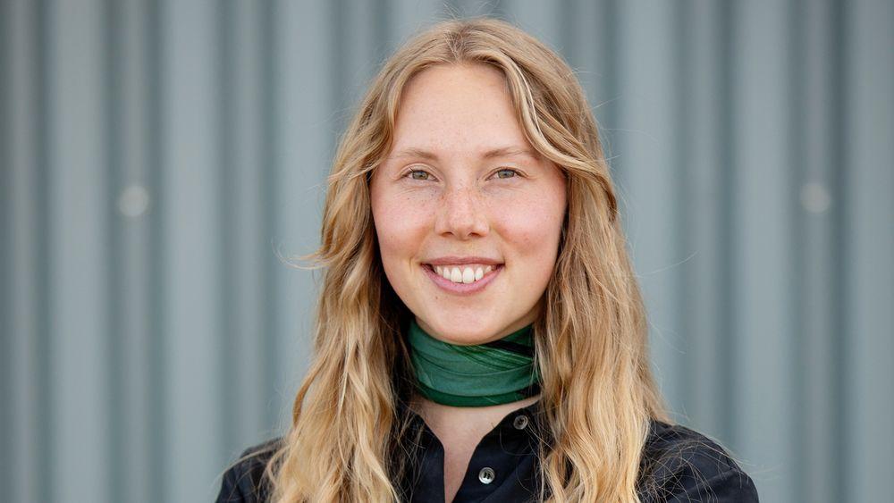 Tidligere nanoteknologi-student Karoline Sjøen brukte masteroppgaven sin til å forske på selvrensende glass ved Unitech. Hun gir dette æren for at hun nå blir kastet jobb etter.