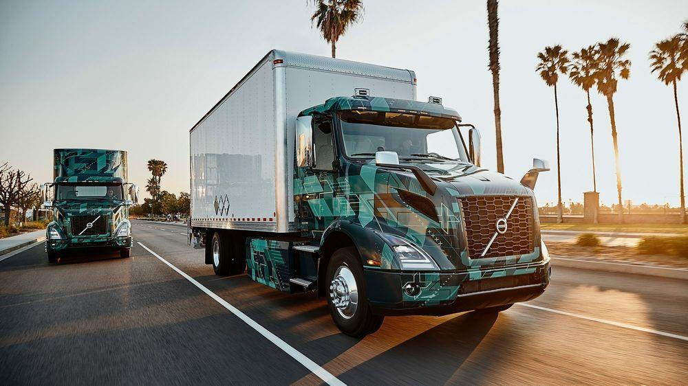 Den elektriske lastebilen VNR fra Volvo på testkjøring i California. Innen 2030 skal 30 prosent av kjøretøy for tungtransport som selges, være enten elektriske eller gå på hydrogen, ifølge den nye planen fra 15 delstater i USA.