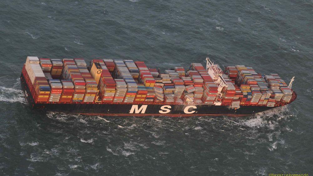 MSC Zoe på vie til havn etter at mer enn 300 konteinere falt over bord i en situasjon med kraftig vind og store bølger. Nå viser underøkelser at regelverket, som er laget for mindre skip, ikke kan brukes på så store skip. Kreftene som oppstår er annerledes, og sterkere enn forutsatt.