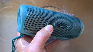 JBL Flip 5: Partymusikk under vann