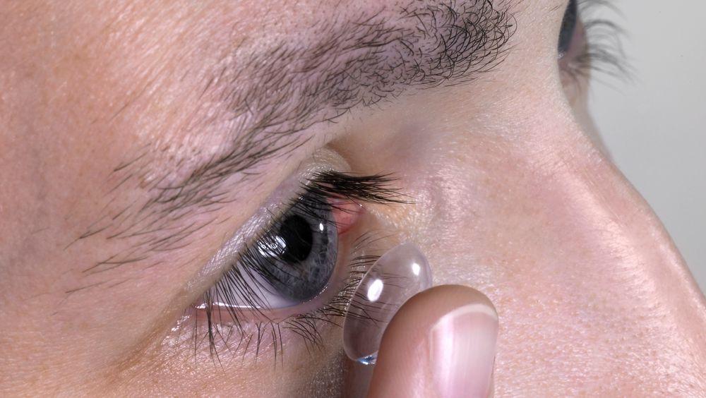 Hvilket øye skal jeg velge som leseøye hvis jeg har kontaktlinser med to forskjellige styrker, spør en leser.