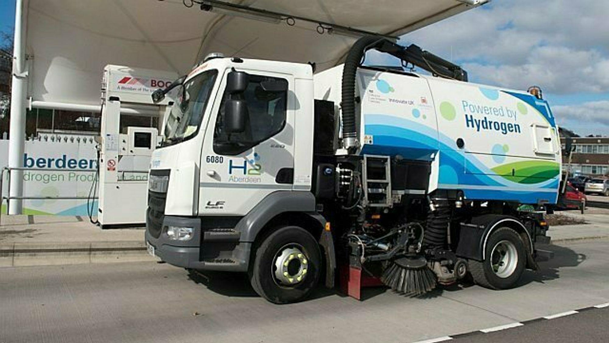 Aberdeen kommune var stolte av å kunne ta i bruk verdens første hydrogendrevne feiebil. Kommunen ser på hydrogen som en fremtidig inntektskilde i det som tradisjonelt har vært en oljeby.