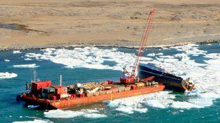 Har fjernet nesten 300 tonn av tråleren Northguider - isen skaper problemer