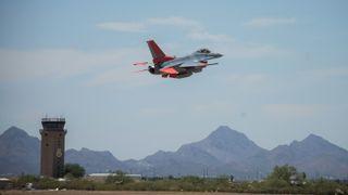 F-16 gjenoppstår fra flykirkegården – som drone