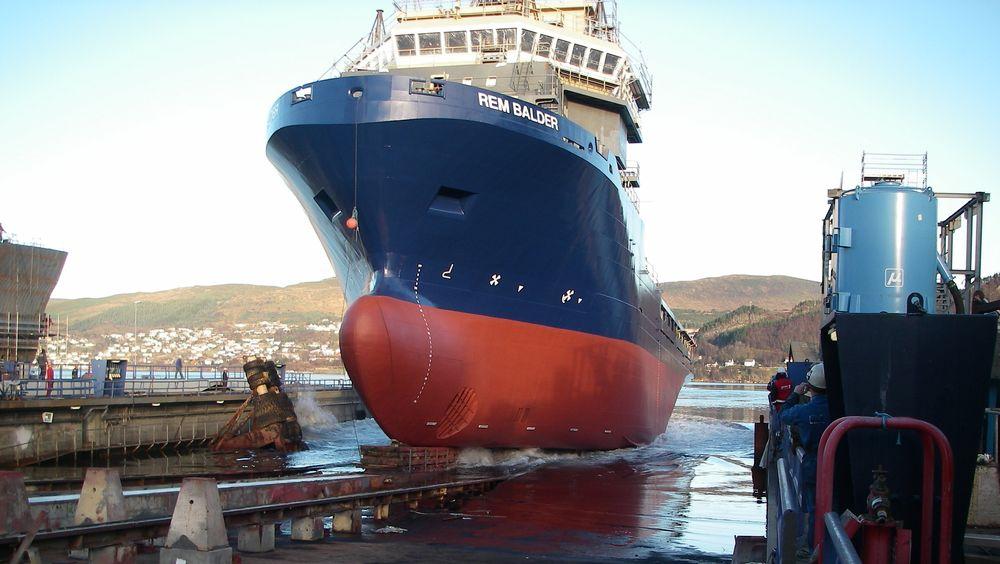 Sjøsetting av REM Balder ved Kleven Verft i 2007. Beddingen må modifiseres for å kunne trekke opp skip for opphugging.