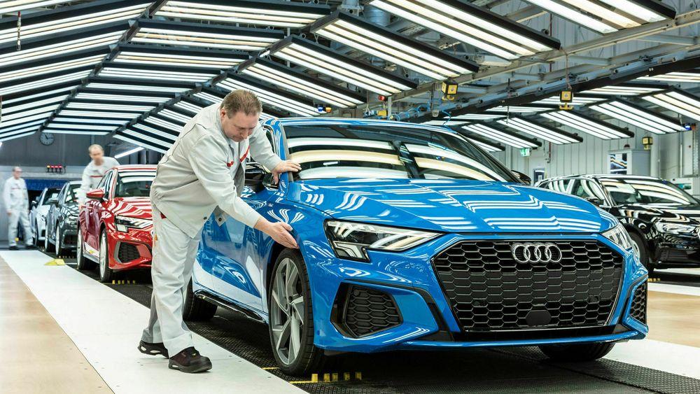 Klargjøring på Audi-fabrikken. Nå er tre styremedlemmer siktet etter jukset med utslippstall for dieselbiler.