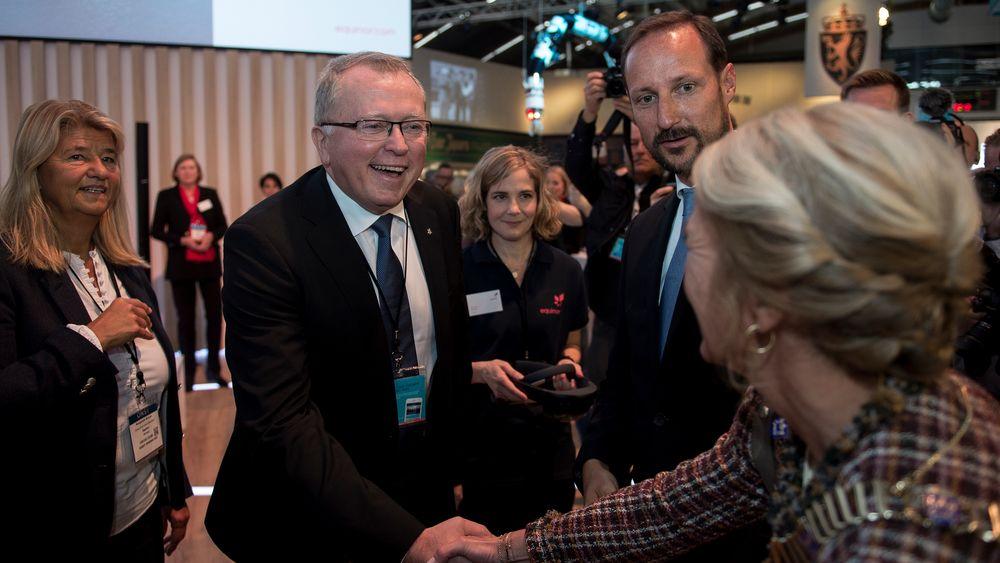 Konserndirektør Margareth Øvrum og konsernsjef Eldar Sætre i Equinor sammen med H.K.H. Kronprins Haakon under åpningen av forrige ONS i Stavanger.