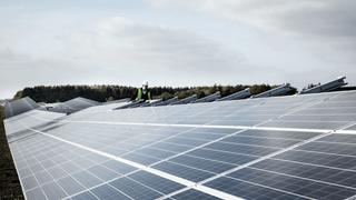 Hvorfor installerer man ikke solceller i rundkjøringer og veikryss? Ekspert svarer
