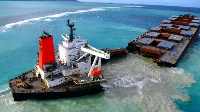 Grunnstøtt bulkskip brakk i to - kapteinen arrestert
