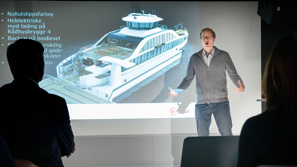 Marius Gjerset i Zero vil ha fart i klimagasskuttene fra skip. Her er han på en presentasjon av nullutslippsbåter i Oslo.