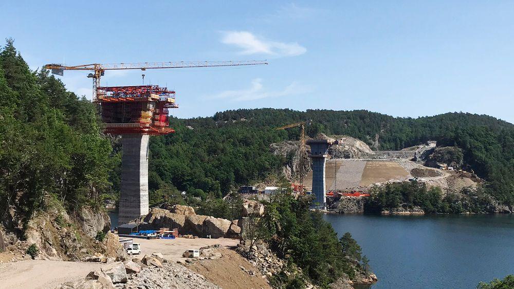 Trysfjordbrua bygges som en fritt-frambyggbru med spenn på 260 meter.