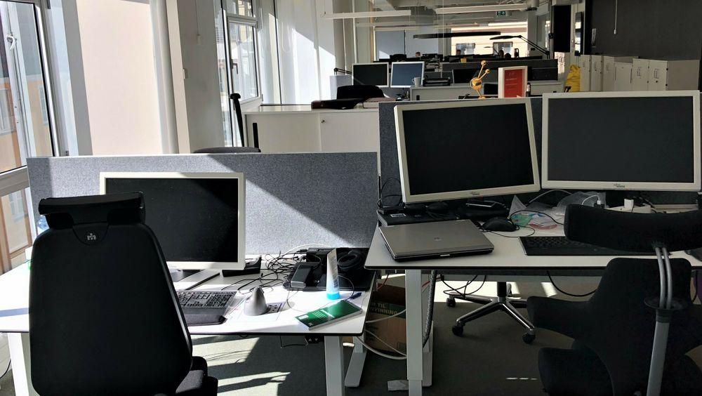 Fremtiden er færre på kontoret, ifølge Dnb Markets undersøkelse.