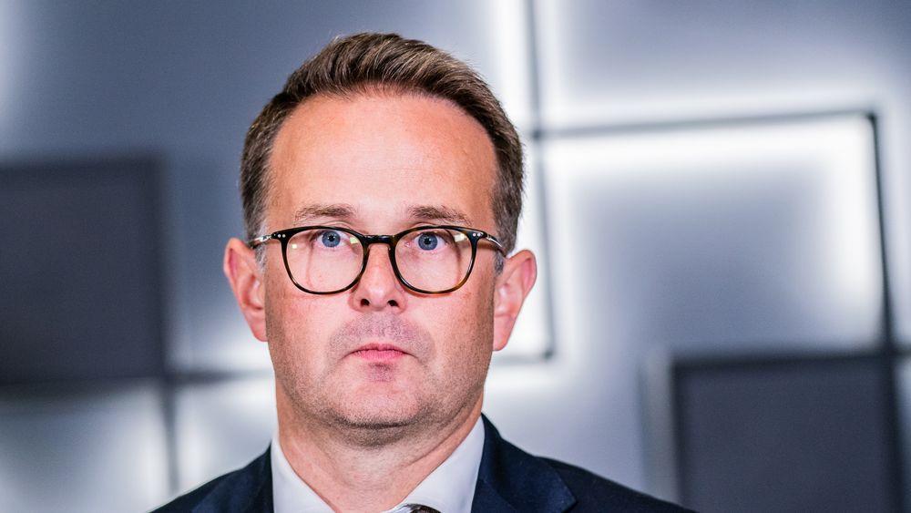 Riksmekler Mats Wilhelm Ruland mekler mer enn 20 timer på overtid i forhandlingene mellom Fellesforbundet, Parat og Norsk Industri fredag kveld.