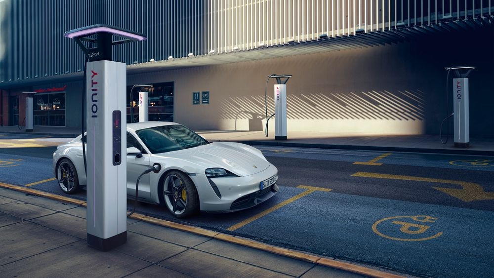 Porsche Taycan åpner for Plug & Charge hos Ionity.