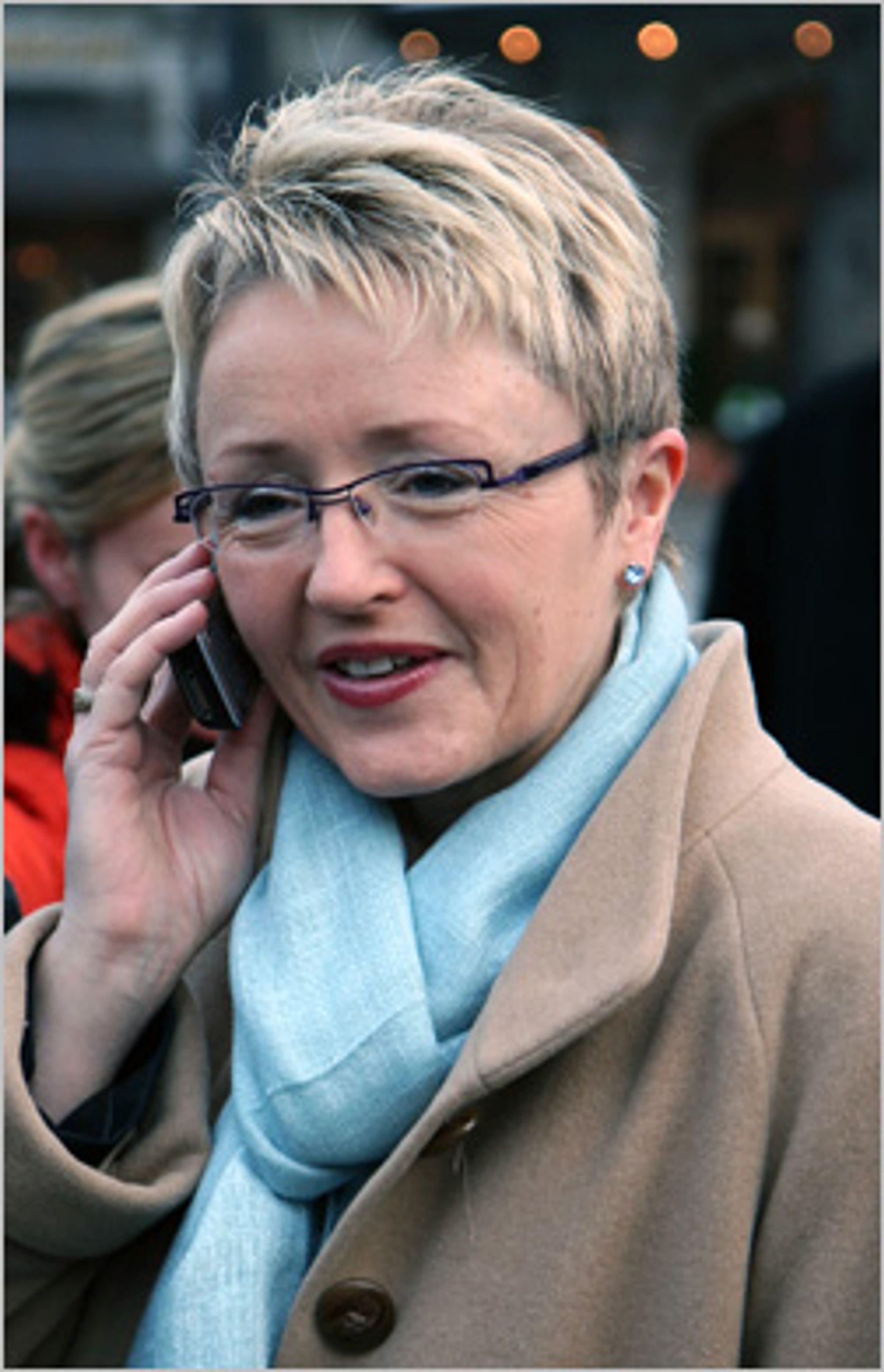 Samferdselsminister Navarsete ringer Network Norways første mobilsamtale
