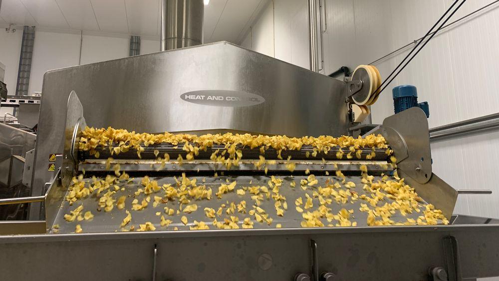 Frityrene har Sørlandschips varmes opp av en fyrkjel på propan, og produserer mer varme enn fabrikken trenger. Bedriften tror de kan kutte strømforbruket sitt med nesten 30 prosent ved å bruke spillvarme herfra til å varme opp vaskevannet sitt.