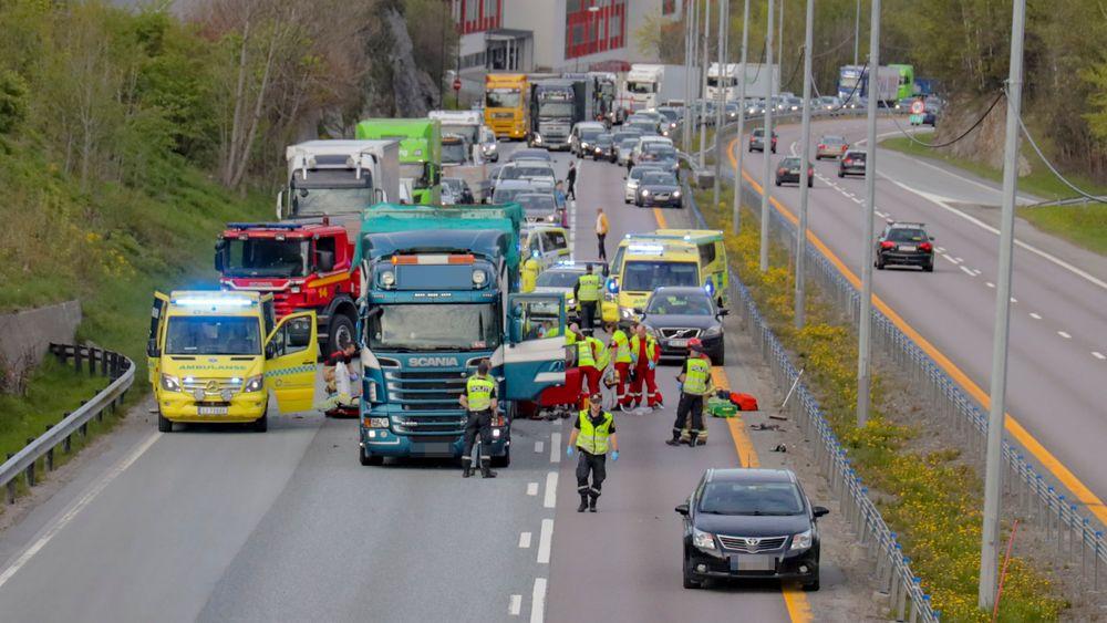 13 mai 2019 omkom to personer da en personbil kjørte inn i en stillestående lastebil på E18 utenfor Asker.