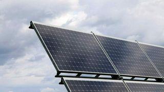 Solenergi vokser raskt i Frankrike – og nå vil de doble utbyggingen