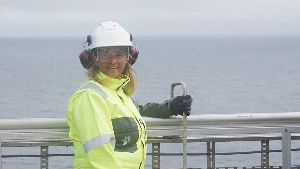 Margareth Øvrum, som var Equinors første kvinnelige plattformsjef, gir seg i selskapet. Her er hun på Johan Sverdrup-plattformen i Nordsjøen.