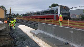 Nye tog er dobbelt så lange som de gamle – nesten alle plattformer på på togstrekningen må bygges om
