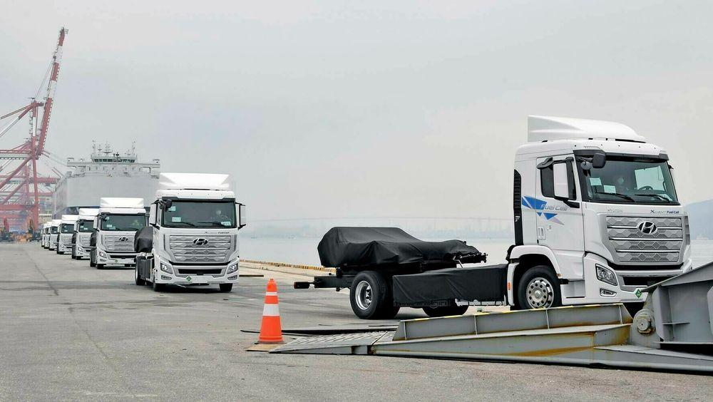 Det eksisterer kun én serieprodusert brenselcellelastebil på markedet i dag. Den er produsert av koreanske Hyundai, og ti stykker har nettopp blitt sendt til Sveits. Hyundai forventer å produsere 50 det første året.