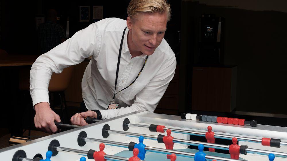 Jørgen Skobly jobber med digitalisering og nyskaping i AF Gruppen. I en bransje med mange aktører som skal samarbeide er den utfordringen ikke helt ulik det man står overfor i et fotballspill.