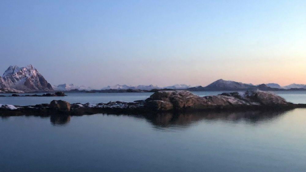 Fergesambandet mellom Bodø og Moskenes de neste ti årene skal nå ut på anbud. Et hydrogendrevet fergesamband over Vestfjorden vil sikre et volum på bruk av hydrogen som er stort nok til å få opp den første storskala produksjonen av utslippsfritt hydrogen, skriver artikkelforfatterne.