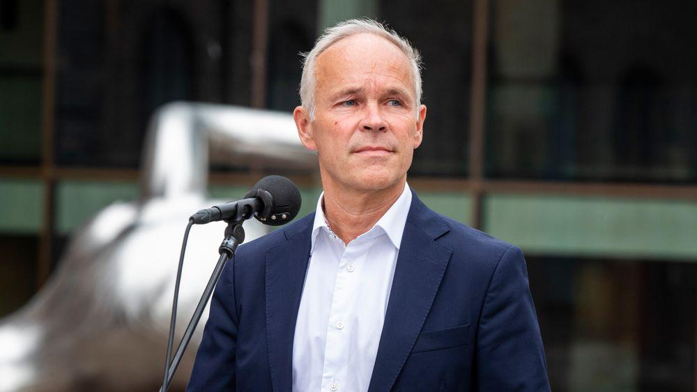 Finansminister Jan Tore Sanner gjeninnfører lønnsstøtten til bedrifter som tar permitterte tilbake i arbeid.