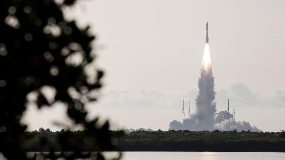 NASAs Mars 2020 Perseverance Rover under oppskytingen fra Cape Canaveral, Kennedy Space Center, i Florida 30. juli. Prosjektet er en del av et langsiktig romforskningsprogram der roboter blir brukt til å gjøre nye oppdagelser på den røde planeten.