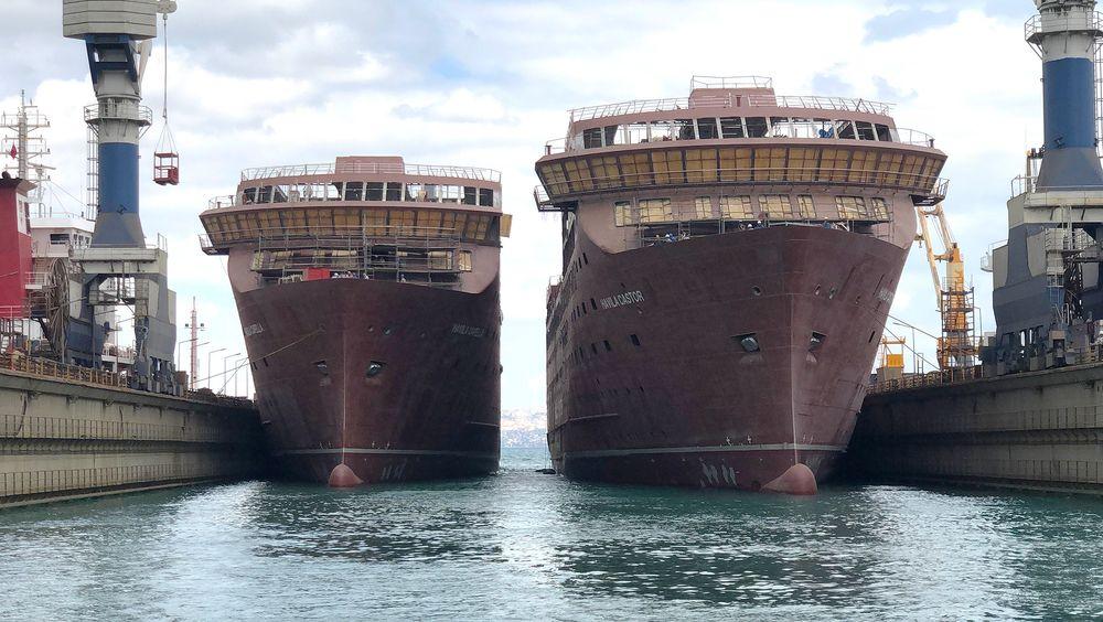Tvilling-sjøsettingen av to skip på 6200 tonn hver skjedde tidlig i september.