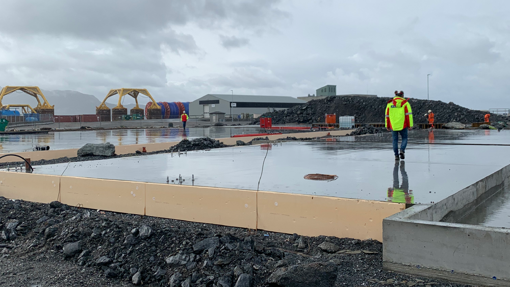 Renevo (tidl. Sunnhordaland Naturgass) er i ferd med å bygge fundamentet til den nye fabrikken på Stord. Produksjonen skal starte om et år.