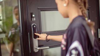 Snart kan du selv bestemme hvem som kan låse opp døren din