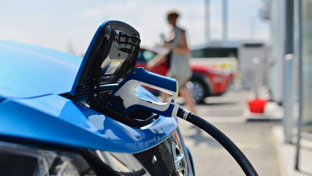 EU-kommisjon mener vi har behov for 3 millioner ladepunkter og 1.000 hydrogenstasjoner innen 2030.