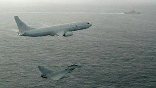 P-8 på sitt første oppdrag: Med nye fly kan Norge, Storbritannia og USA jakte russiske fartøy i tettere samarbeid