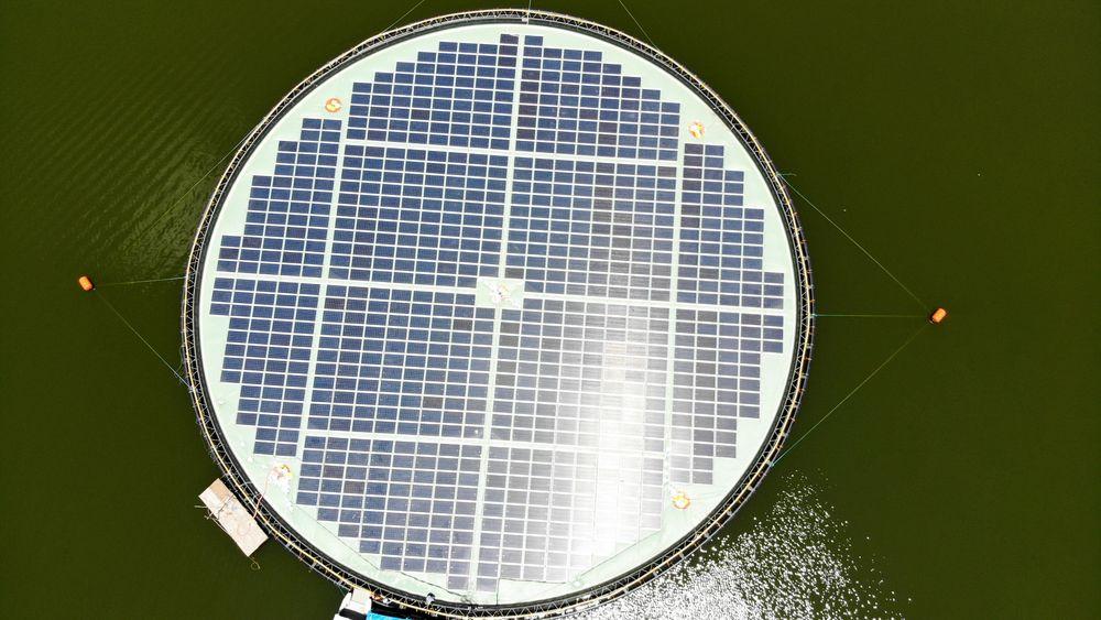 OceanSun har bygget dette demonstrasjonsanlegget på en dam for SN Aboitiz Power på Fillippinene. Det har en diameter på 50 meter, og er konstruert for å tåle en kategori 4 tyfon. Solcellene genererer inntil 0,22 MW.