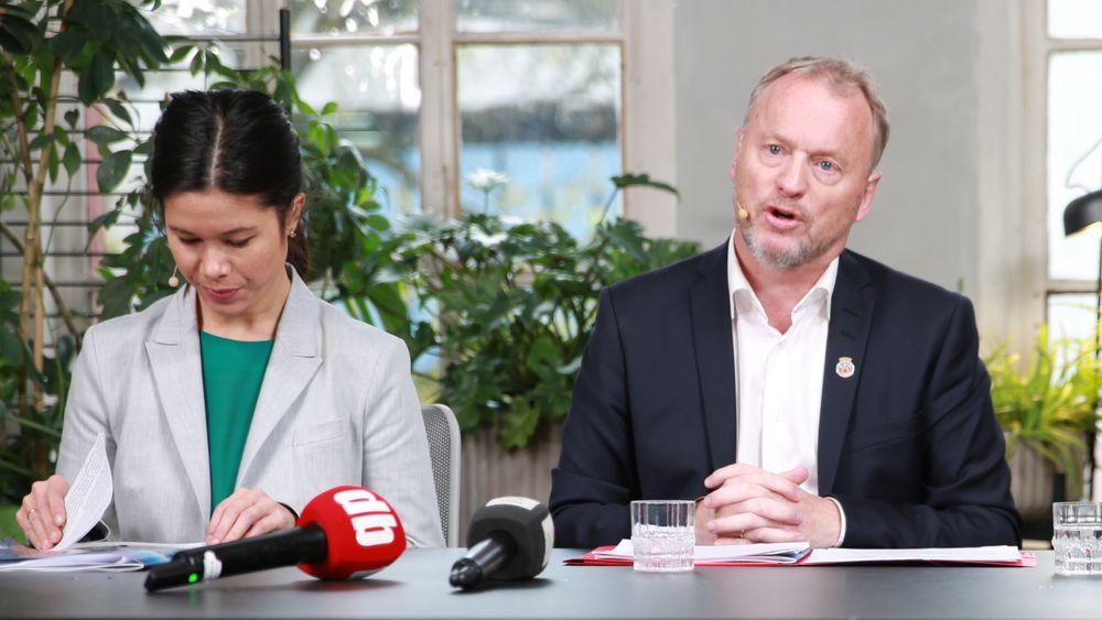 Uten karbonfangst på Klemetsrud når ikke Oslo sine klimamål. Byrådsleder Raymond Johansen er skuffet og håper Stortinget vil gå inn med støtte til Klemetsrud. Her sammen med miljøbyråd Lan Marie Berg (MDG).