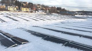 Norsk firma vant solenergipris: Bruker solceller til å smelte snøen på taket