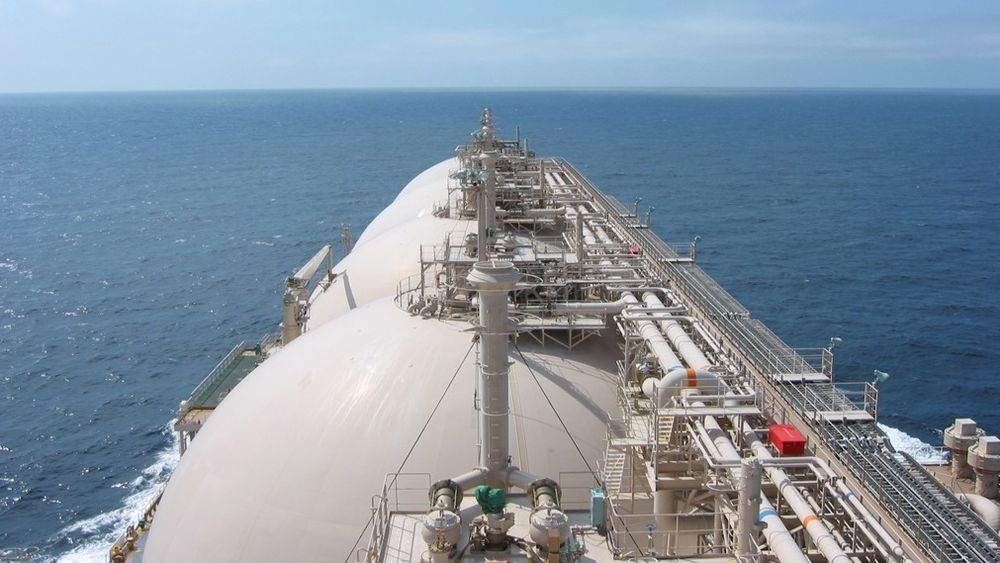 Bruk av LNG til framdrift av skip kan være med å redusere CO2-utslipp fra shipping. Bildet viser en LNG kuletanker fra japanske NYK. Skipet frakter naturgass, som også brukes til framdrift.
