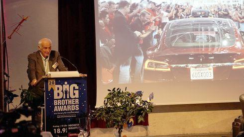 Tesla får Big brother-pris for «overvåkningsorgie»