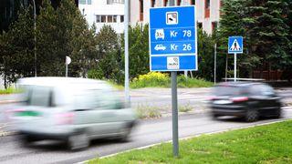 Det blir flere og flere biler i Norge. Trenden må brytes – da må også elbilistene betale mer